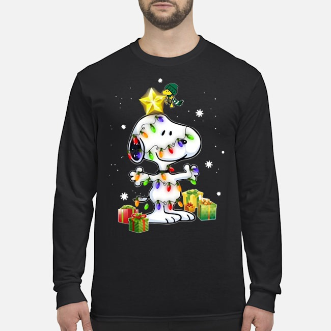 Woodstock Decorates Snoopy With Christmas Lights Long Sleeved T-Shirt