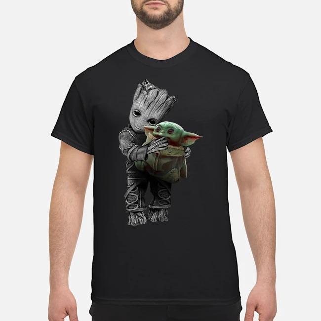 https://kingtees.shop/teephotos/2019/12/Baby-Groot-hug-baby-Yoda-Star-Wars-Shirt.jpg