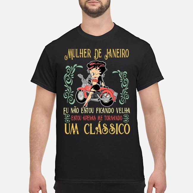 https://kingtees.shop/teephotos/2019/12/Mulher-De-Janeiro-Eu-n%C3%A3o-estou-ficando-velha-estou-apenas-me-tornando-um-cl%C3%A1ssico-Shirt.jpg